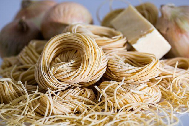 Dlaczego Polacy kupują ser i makaron podczas kwarantanny?