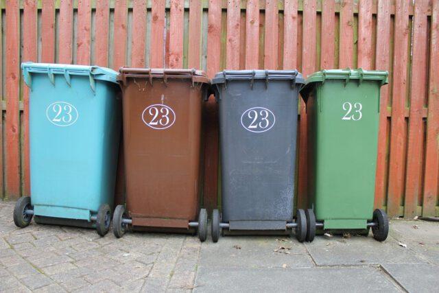 Brązowy pojemnik na odpady